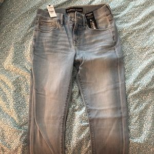Express light wash skinny jeans never worn NWT